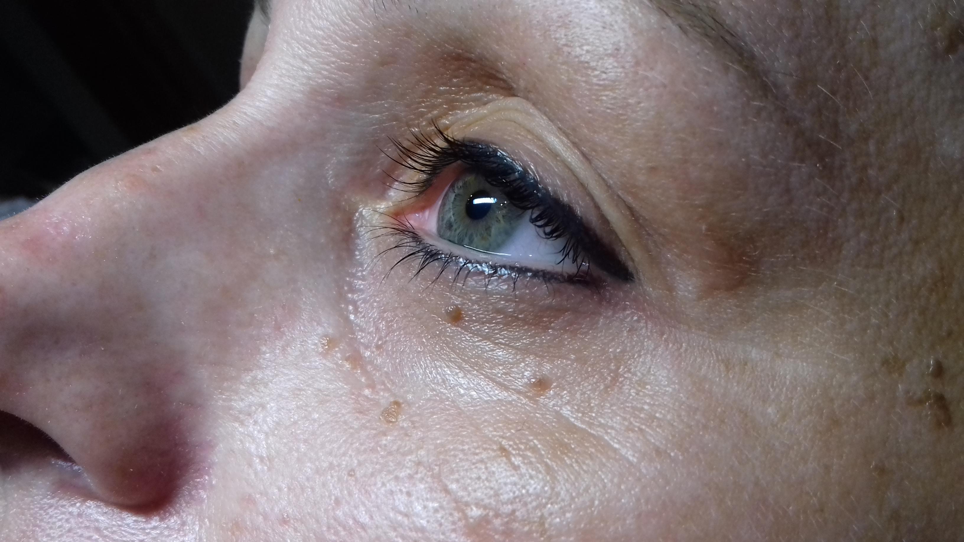 Gyógyult szemhéj tetoválás